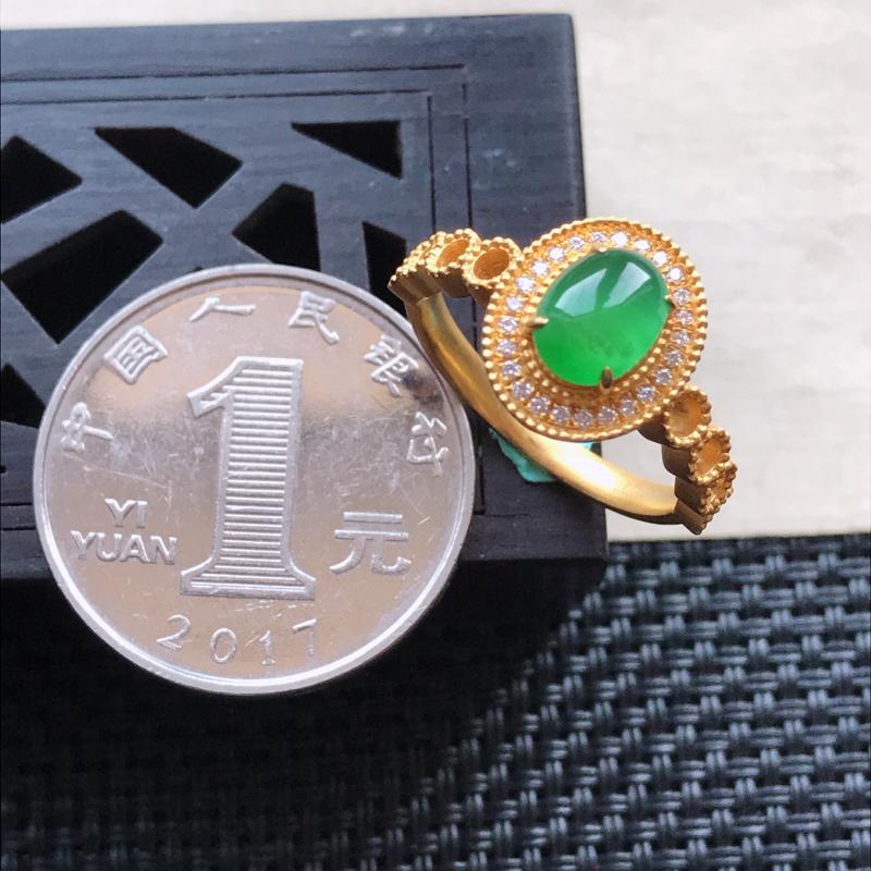 【l天然翡翠A货18K金镶嵌伴钻糯化种满绿精美蛋面戒指,内径尺寸18mm,裸石尺寸7.2-5.6-3mm,玉质细腻,种水好 胶感十足,底色漂亮,上身效果漂亮】图7