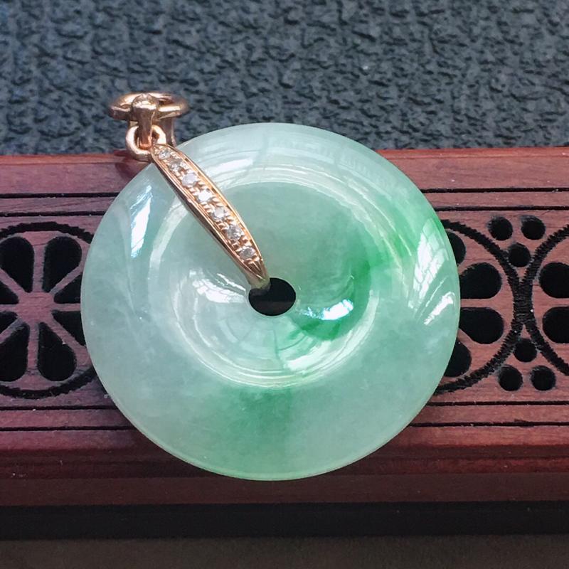 缅甸翡翠18K金伴钻镶嵌带绿平安扣吊坠,颜色好,玉质细腻,雕工精美,佩戴送礼佳品,包金尺寸: 32.