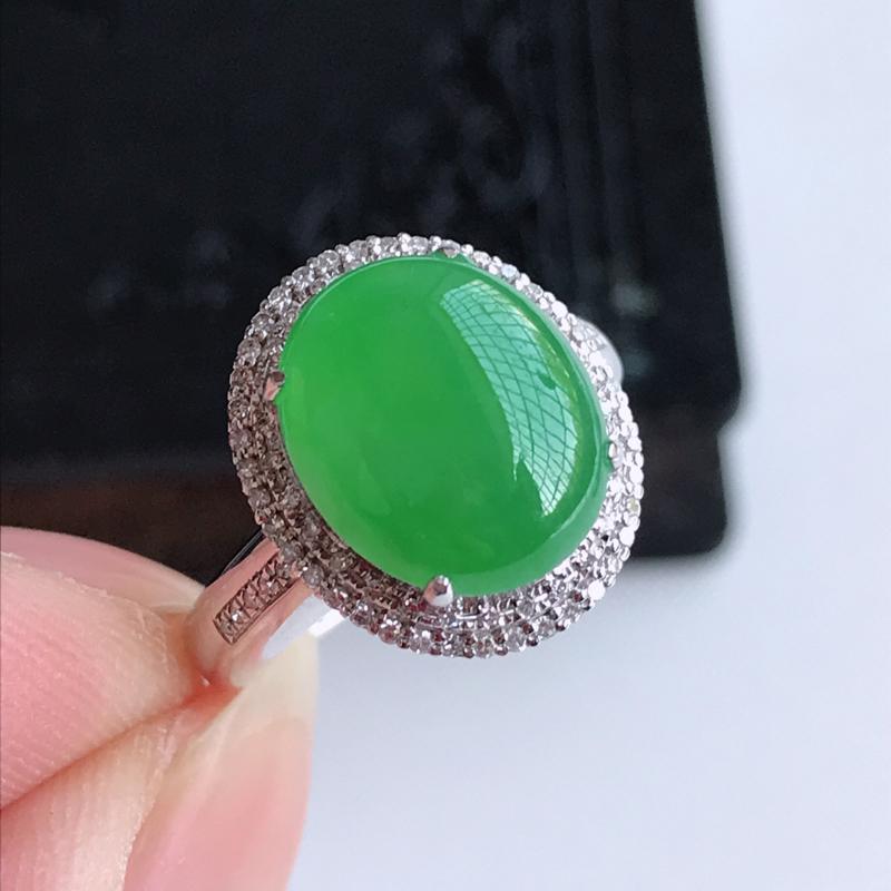天然翡翠A货18k金伴钻镶嵌阳绿戒指,含金尺寸:15.8×13.5×10 mm,裸石尺寸:12.3×