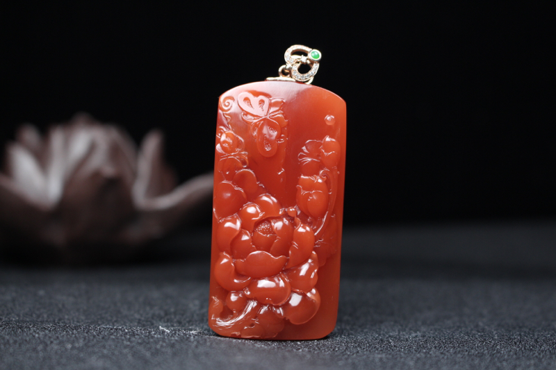 【蝶恋花】柿子红过渡小锦红浅浮雕刻蝶恋花吊坠,颜色红艳润泽,肉质饱满,油润细腻,文人雅士,迁客骚人的
