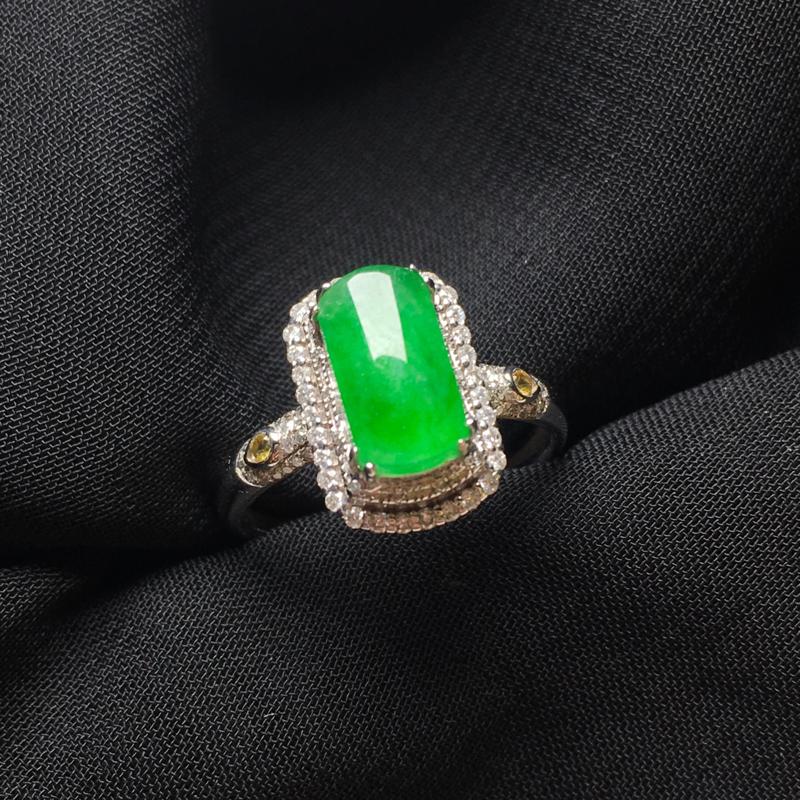 满绿马鞍戒指,18k金镶嵌,颜色清