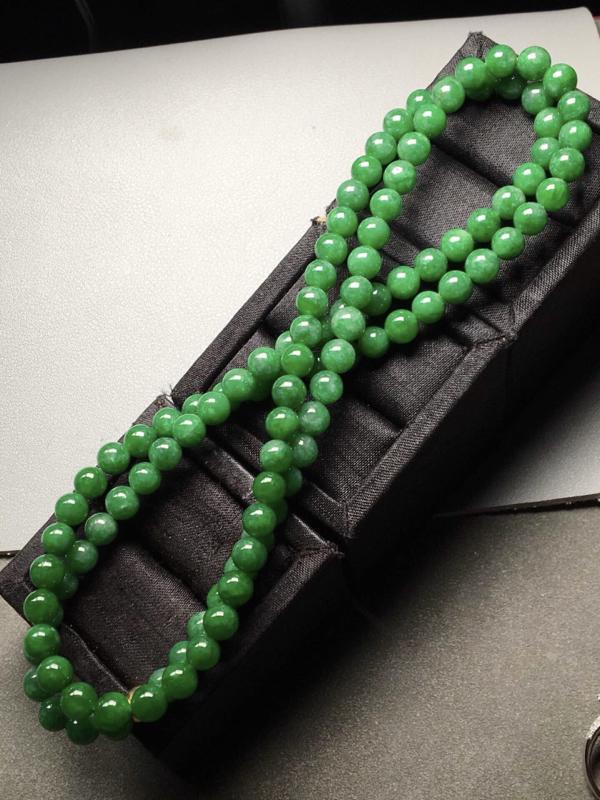 满绿珠链。完美。水头足。裸石尺寸6.5mm、108颗