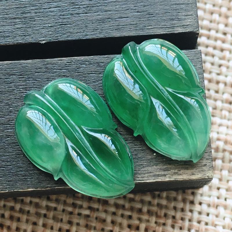 自然光实拍,缅甸a货翡翠,满绿叶子一对,种好水润,玉质细腻,漂亮,品相佳,无孔需镶嵌