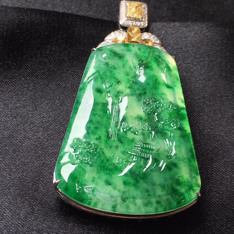 天然a货翡翠 冰润透彻 飘绿山水牌吊坠 18k金镶嵌钻石。整体尺寸56.2*30.4*8.9 裸石4