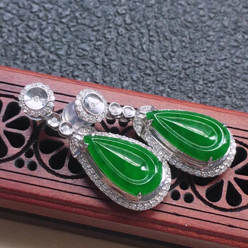 缅甸翡翠18K金伴钻镶嵌满绿水滴耳钉,颜色好,玉质细腻,雕工精美,佩戴送礼佳品,包金尺寸: 28.0