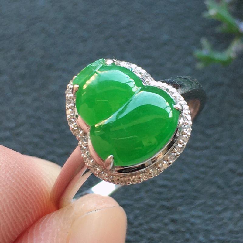 精品翡翠18K镶嵌伴钻葫芦戒指,雕工精美,玉质莹润,尺寸:内径:17.3MM,裸石尺寸:9.6*8*