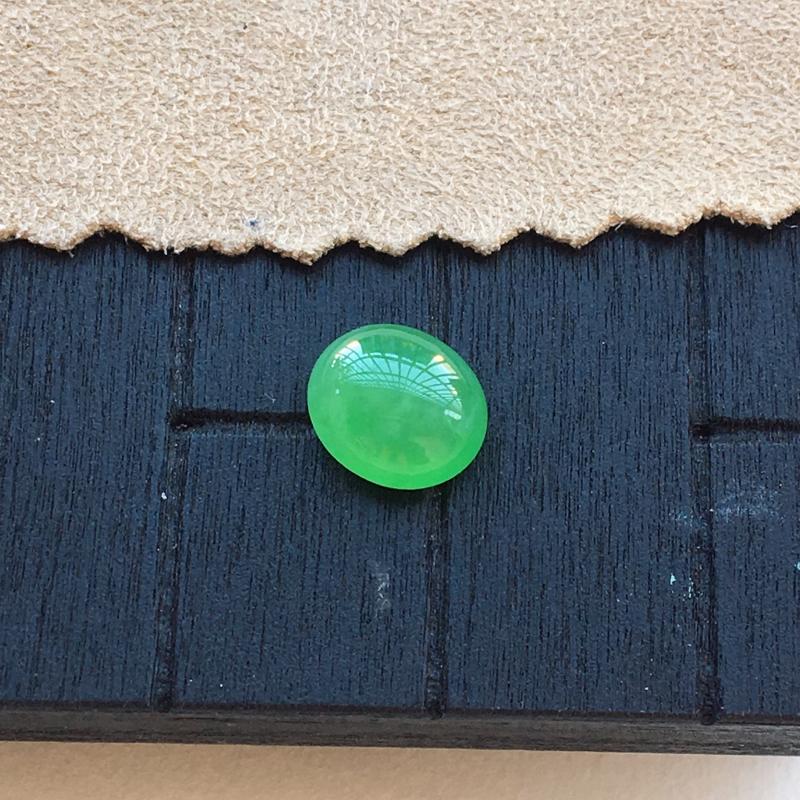 【自然光实拍,缅甸a货翡翠,满绿蛋面,种好细腻,颜色漂亮,精致饱满,镶嵌效果好】图2