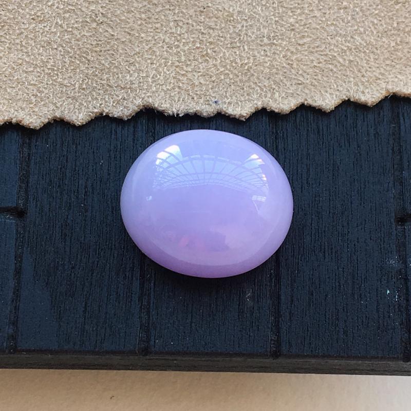 自然光实拍,缅甸a货翡翠,紫罗兰蛋面,种好细腻,颜色漂亮,大个饱满,镶嵌效果好