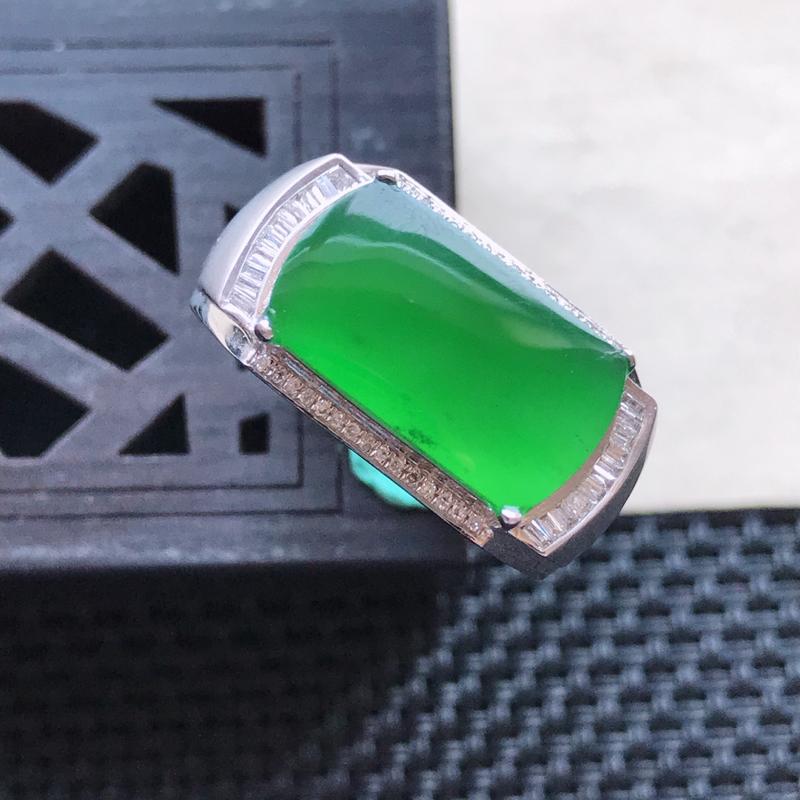 天然翡翠A货18K金镶嵌伴钻糯化种满绿精美马鞍戒指,内径尺寸19mm,裸石尺寸8.5-5.3-3mm