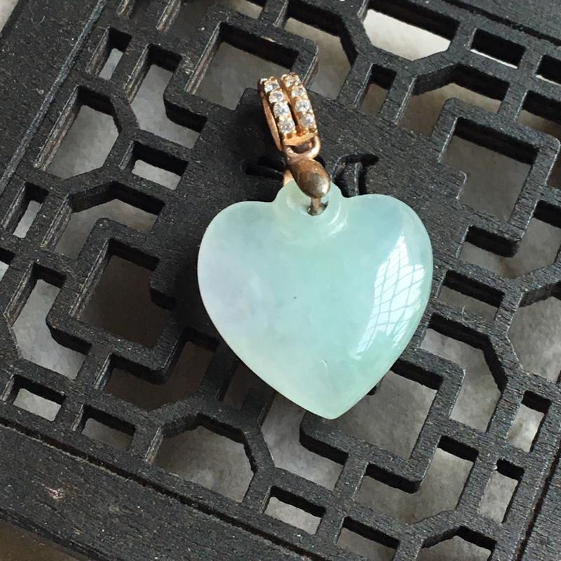 缅甸翡翠A货,心心相印,心中有你,❤️❤️送女朋友礼物首选,喜欢的赶紧。