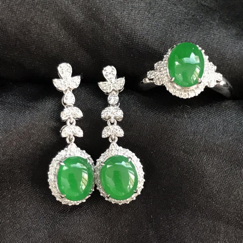 天然翡翠A货,18K金伴钻镶嵌,满绿戒指耳环套装,料子细腻,冰透水润,色泽鲜艳,款式精美,性价比高