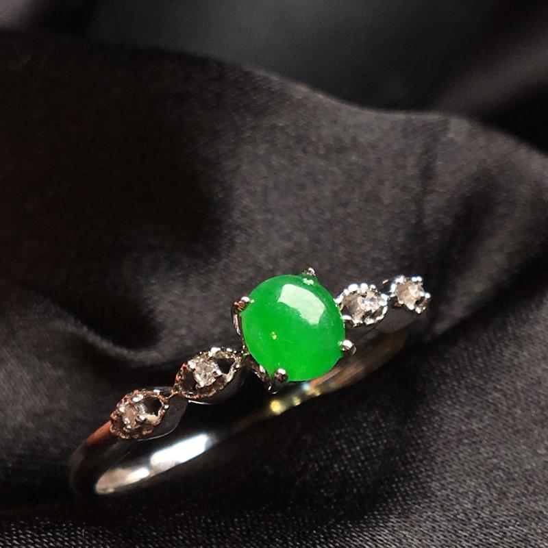 天然翡翠A货,18K金伴钻镶嵌,满绿戒指,色泽鲜艳,料子细腻,冰透水润,色泽鲜艳,款式精美,性价比高