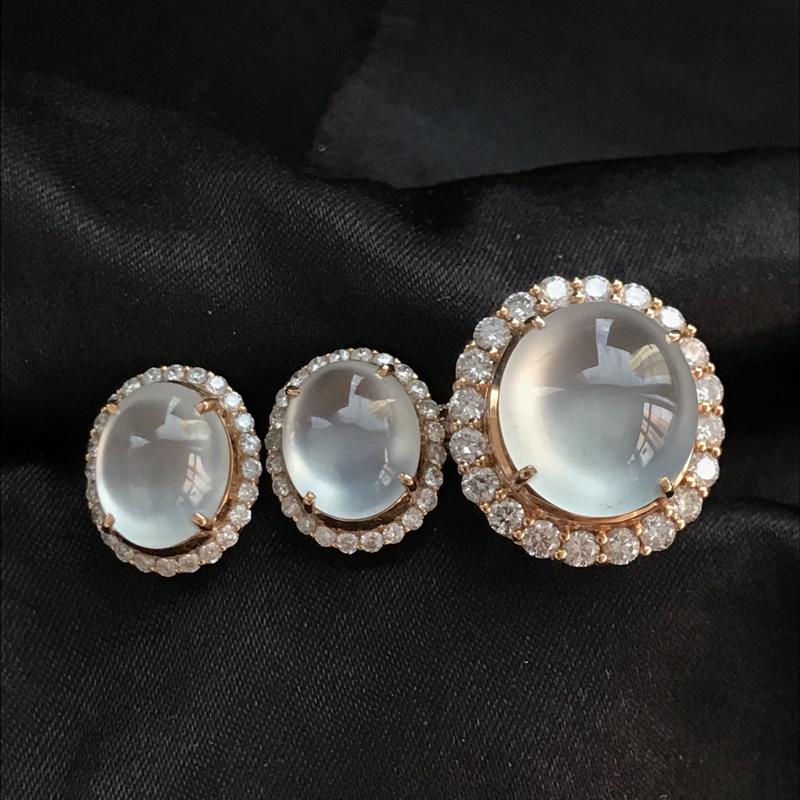 天然翡翠A货,18K金伴钻镶嵌,冰种戒指耳钉套装,料子细腻,冰透水润,色泽鲜艳,款式精美,性价比高