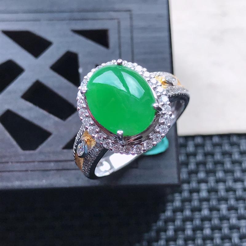 【天然翡翠A货18K金镶嵌伴钻糯化种满绿精美蛋面戒指,内径尺寸18mm,裸石尺寸10-8.4-3mm,玉质细腻,种水好 胶感十足,底色漂亮,上身效果漂亮】图5