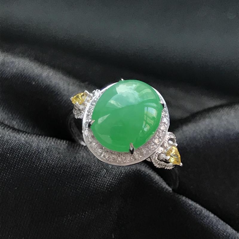 天然翡翠A货,18K金伴钻镶嵌,阳绿戒指,色泽鲜艳,料子细腻,冰透水润,款式精美,性价比高