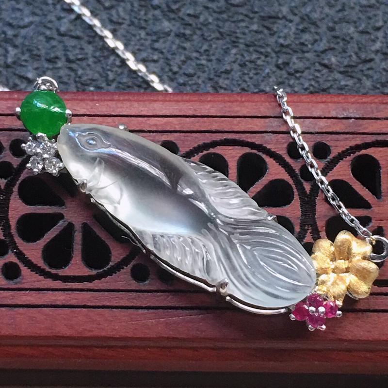 缅甸翡翠18K金伴钻镶嵌年年有余项链,颜色好,玉质细腻,雕工精美,佩戴送礼佳品,包金尺寸: 33.2