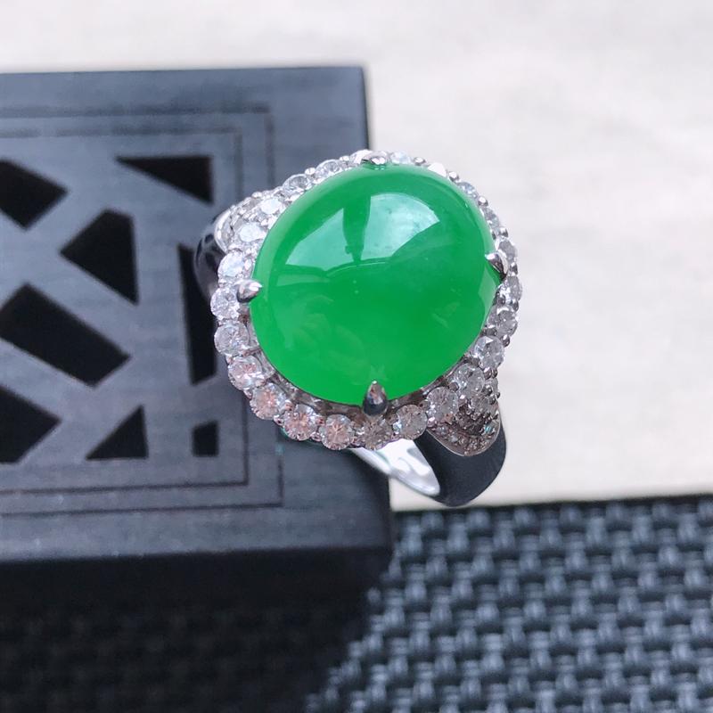 天然翡翠A货18K金镶嵌伴钻糯化种满绿精美蛋面戒指,内径尺寸19mm,裸石尺寸13-11.3-4.6
