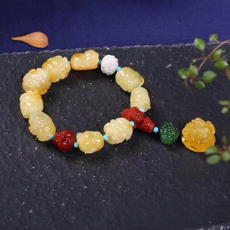 🌹🌹天然无优化蜜蜡精雕招财福猪🐷手链, 尺寸约12*14mm,满蜜鸡油黄,整串