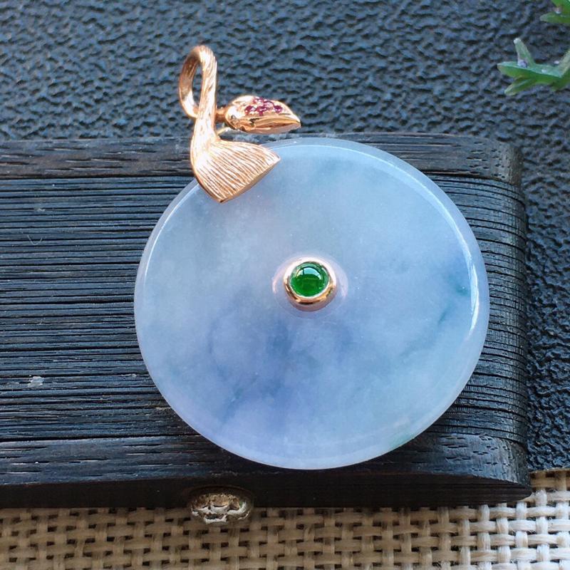 精品翡翠18K平安扣吊坠,雕工精美,玉质莹润,尺寸:裸石尺寸:22.6*3.6MM,总质量:5.5g