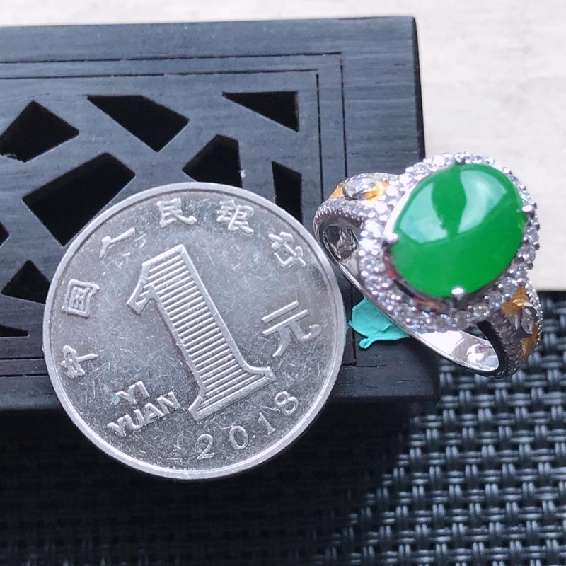 【天然翡翠A货18K金镶嵌伴钻糯化种满绿精美蛋面戒指,内径尺寸18mm,裸石尺寸10-8.4-3mm,玉质细腻,种水好 胶感十足,底色漂亮,上身效果漂亮】图7