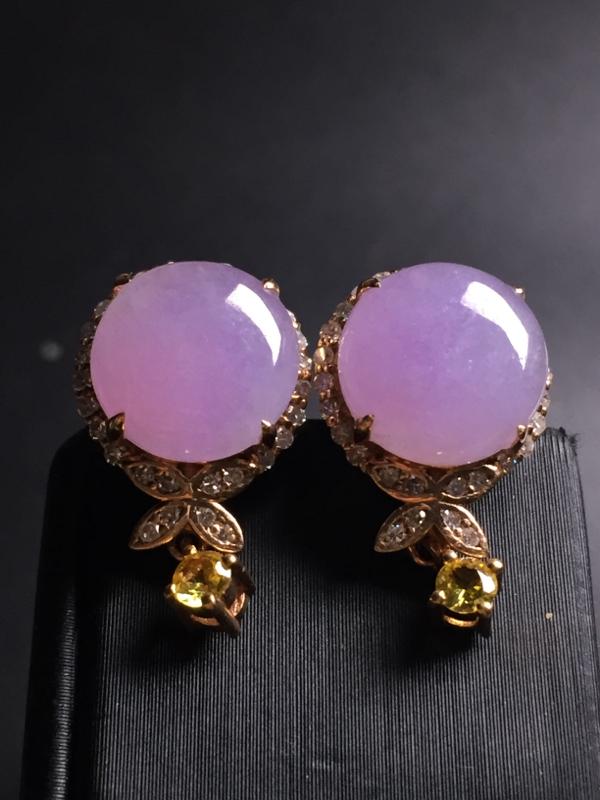 翡翠A货,紫罗兰蛋面耳钉,18k真金真钻镶嵌,完美,种水超好,玉质细腻。整体尺寸:18.7*11.3