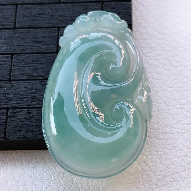 翡翠A货冰糯种淡绿吉祥如意吊坠,玉质细腻,底色漂亮,上身高贵,尺寸44.2/26/5.7mm