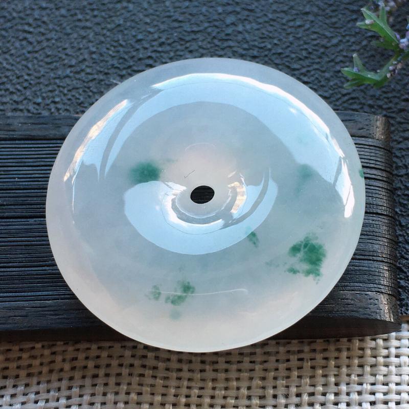 精品翡翠平安扣吊坠,雕工精美,玉质莹润,尺寸:玉:33.1*7.5MM,总质量:15.8g