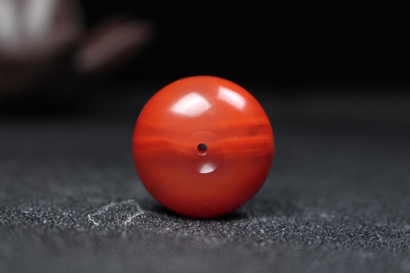 【平安扣】柿子红过渡玫瑰红带冻平安扣,造型饱满圆润,冻料部分飘红意境优美,如烟落拂尘,晚霞照映,美轮