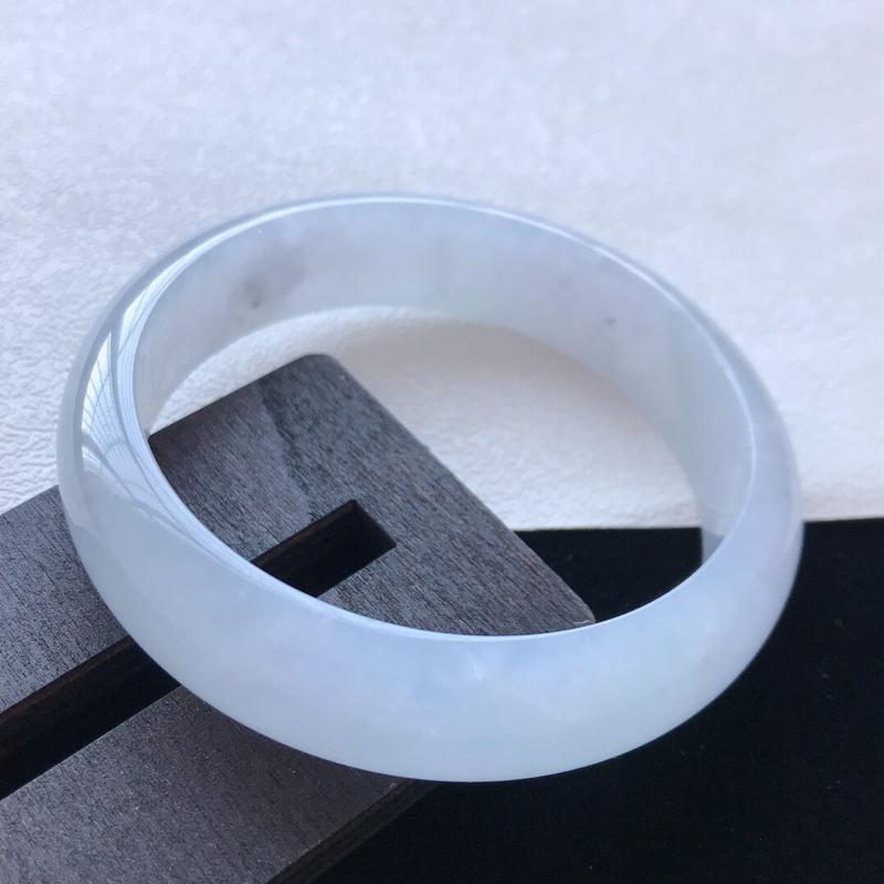 正圈:56.7。天然翡翠A货老坑紫罗兰手镯。玉质莹润,佩戴清秀优雅。尺寸:56.7*14.7*7mm