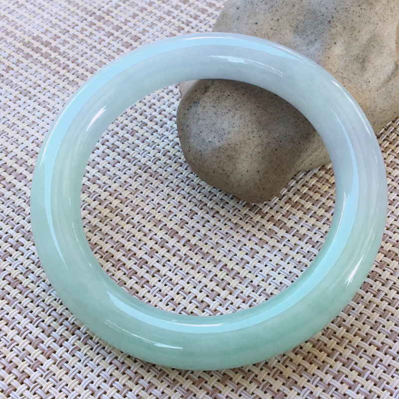 圆条55-56,天然翡翠手镯-莹润优雅,精美春带彩,质地细腻,圆条玉手镯 完美无纹裂,尺寸圈口55.