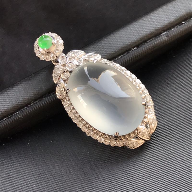天然翡翠A货,18K金伴钻镶嵌,冰种蛋面吊坠,料子细腻,冰透水润,款式精美,性价比高