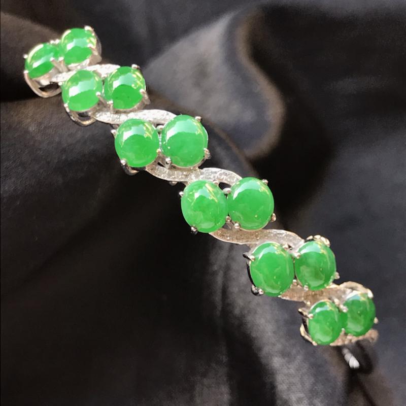 天然翡翠A货,18K金伴钻镶嵌,满绿小蛋面手环,色泽鲜艳,料子细腻,冰透水润,款式精美,性价比高