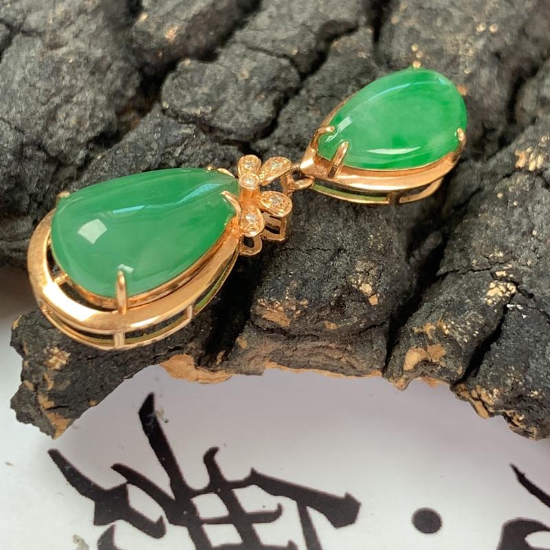 阳绿18K金镶嵌水滴吊坠_种好,玉质细腻,色泽鲜艳,形体漂亮,水润精致,上身效果极佳,尺寸裸石12.