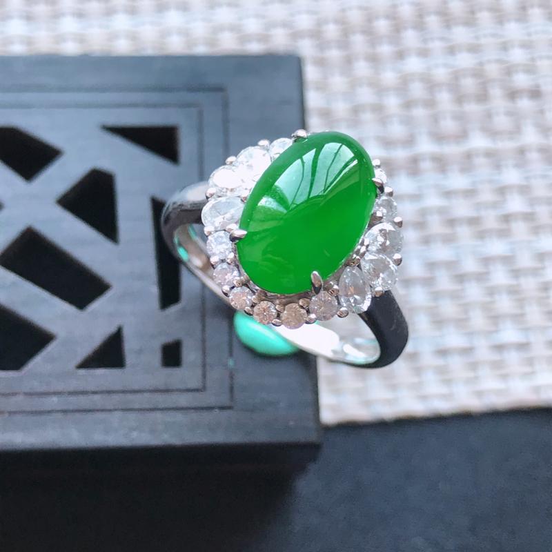 天然翡翠A货18K金镶嵌伴钻糯化种满绿精美蛋面戒指,内径尺寸18.2mm,裸石尺