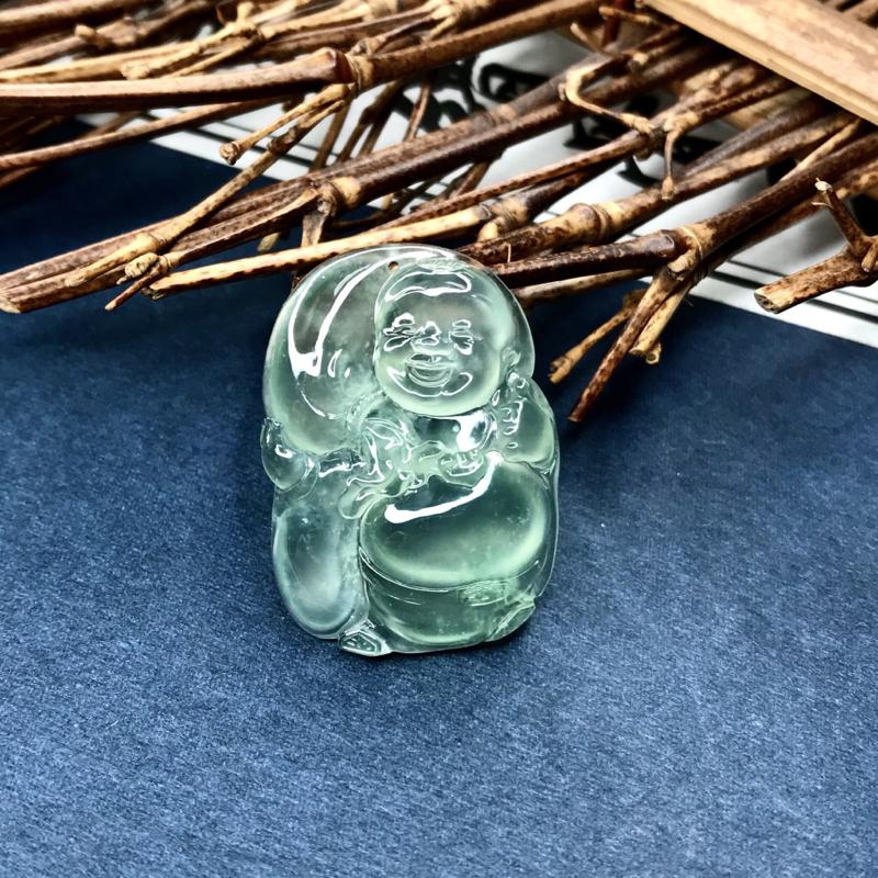 高冰近玻璃种宝宝布袋佛,冰晴绿底色,纯透起刚,清泠泠的底子,造型可爱,种质极佳,配个扣头更佳。