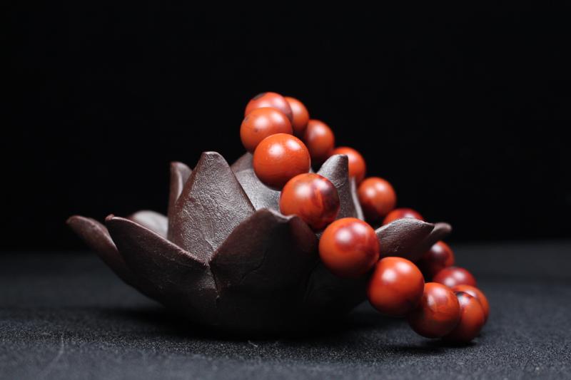 【珠串】铁皮包浆圆珠单圈手串,颗颗包浆细腻瓷实,鸡血锦红色晕染,艳丽厚重,南红天然原色,无胶无裂无杂