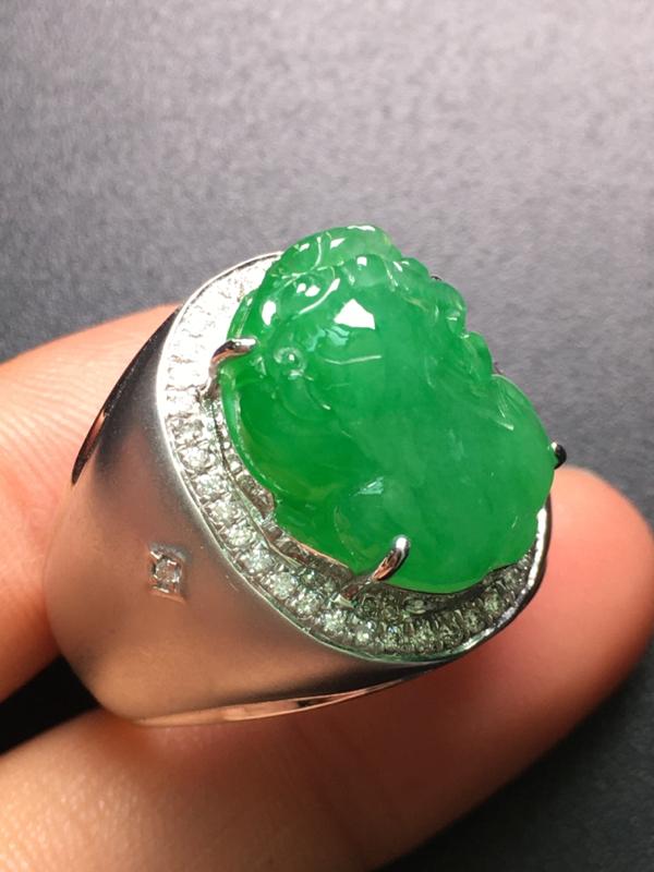 翡翠A货,阳绿貔貅戒指,18K金伴钻镶嵌,完美,种水超好,性价比高。
