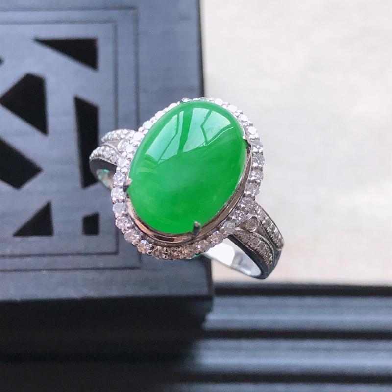 天然翡翠A货18K金镶嵌伴钻糯化种满绿精美蛋面戒指,内径尺寸18.2mm,裸
