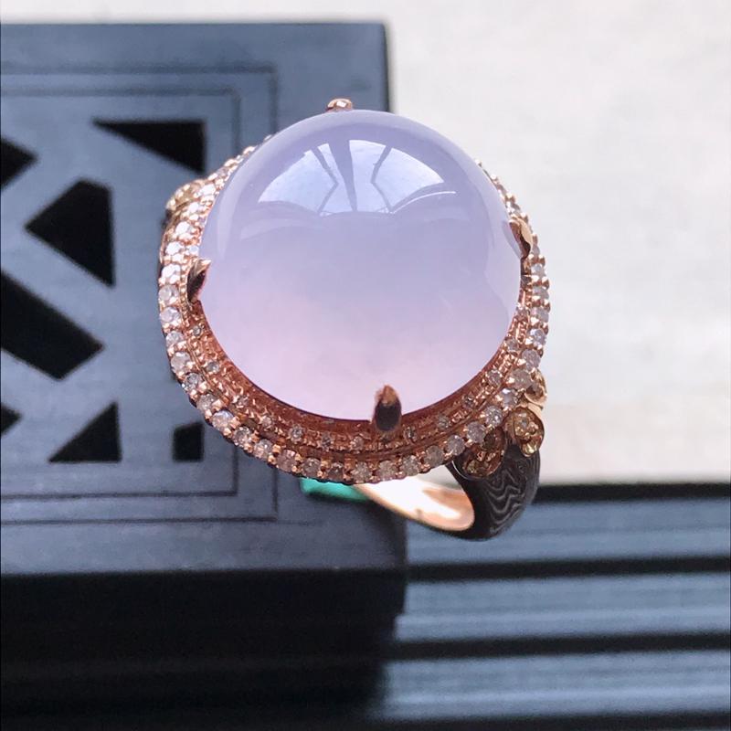 天然翡翠A货18K金镶嵌伴钻糯化种淡紫精美蛋面戒指,内径尺寸18.7mm,