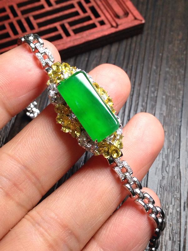 高端精品-高冰起光正阳绿镶嵌手链,裸石尺寸18.5*9*4.5 18k金钻镶嵌 料子纯净细腻,通透无