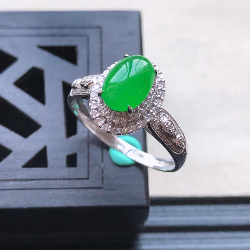 天然翡翠A货18K金镶嵌伴钻糯化种满绿精美蛋面戒指,内径尺寸18.2mm
