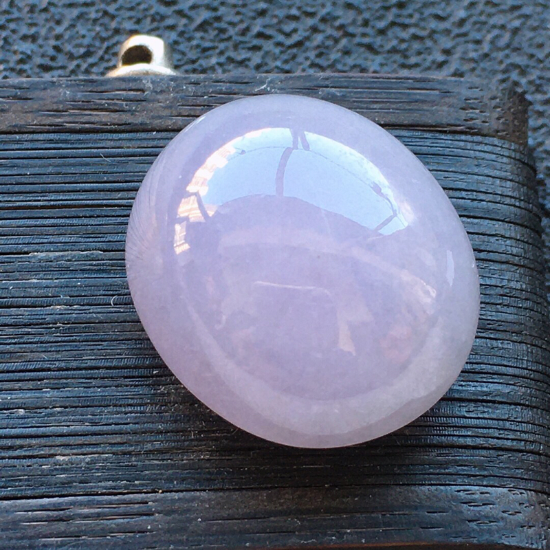 精品翡翠蛋面,雕工精美,玉质莹润,尺寸:玉:17.6*15.2*9.2MM,总质量:4.3g