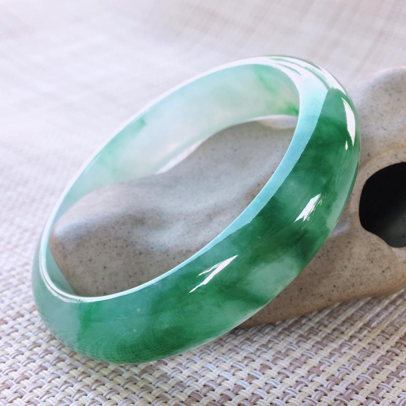 正圈56-57,天然翡翠手镯-水润起胶感,精美飘绿,高档精美,颜色漂亮,正装玉手镯 完美无纹裂,尺寸
