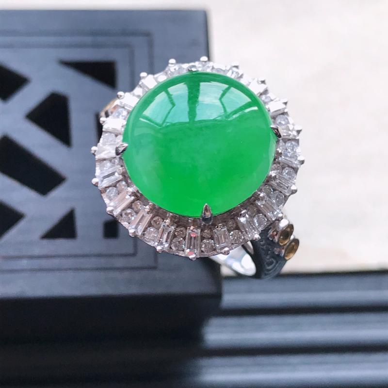 天然翡翠A货18K金镶嵌伴钻糯化种满绿精美蛋面戒指,内径尺寸18.5mm