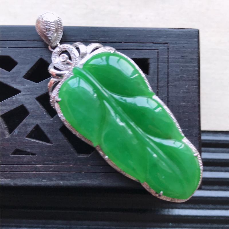天然翡翠A货18K金镶嵌伴钻糯化种满绿精美金枝玉叶吊坠,含金尺寸48.2-