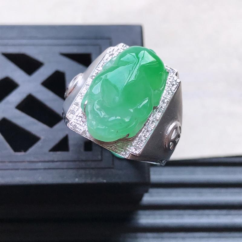 天然翡翠A货18K金镶嵌伴钻细糯种飘花精美貔貅戒指,内径尺寸19.1mm,裸