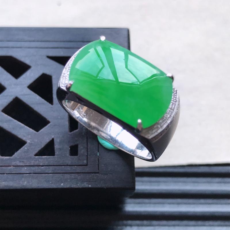 天然翡翠A货18K金镶嵌伴钻糯化种飘花精美马鞍戒指,内径尺寸18.2mm,裸