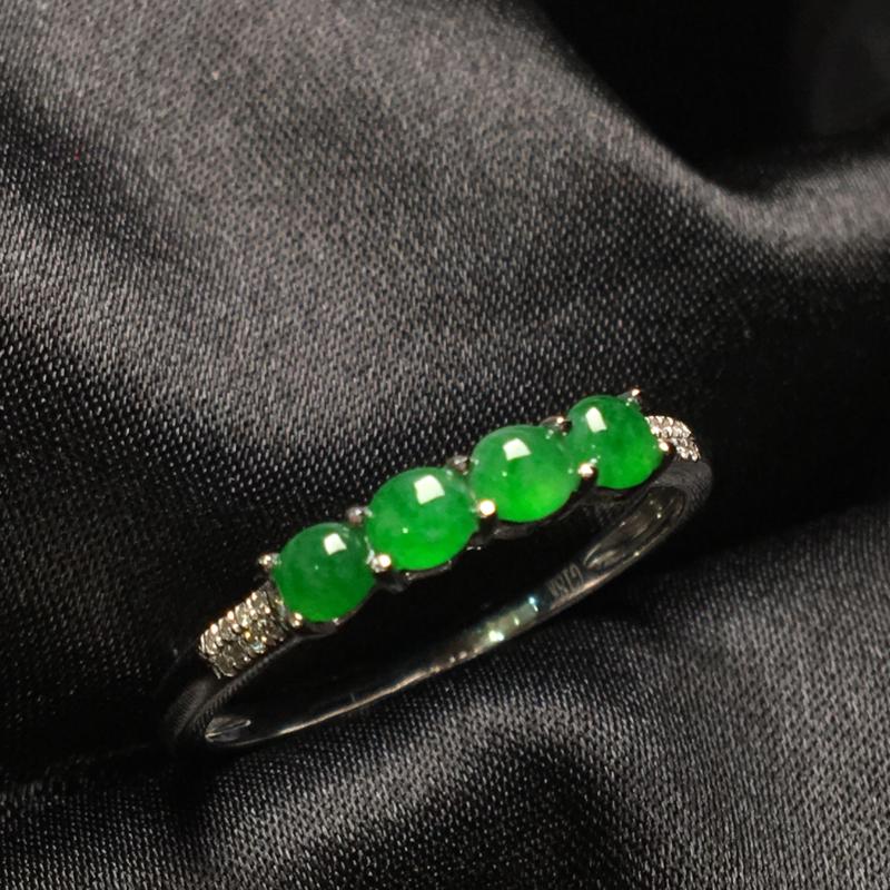 天然翡翠A货,18K金伴钻镶嵌,满绿排戒,色泽鲜艳,料子细腻,冰透水润,款式精美,性价比高