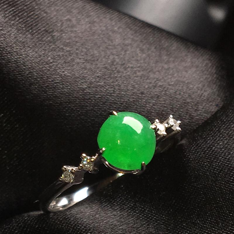 天然翡翠A货,18K金伴钻镶嵌,满绿戒指,色泽鲜艳,料子细腻,冰透水润,款式精美,性价比高