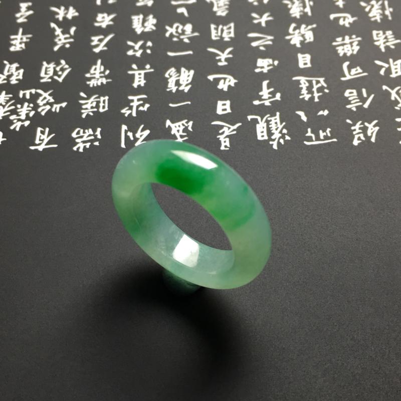 糯化种带色指环 外径24宽6厚3.5毫米 内直径16毫米 水润通透 翠色艳丽##